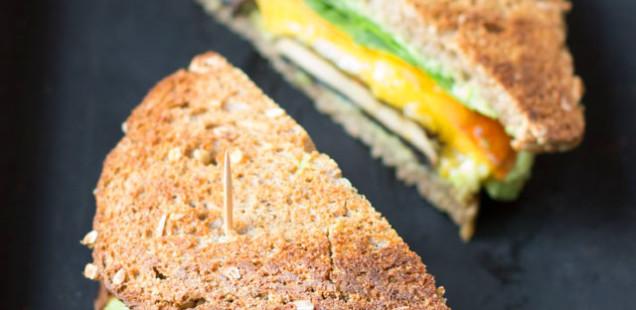 Ein gesunder Tag mit uns bei Tisch, mit Porridge, alltagstauglichem Portobello Sandwich und Cookies