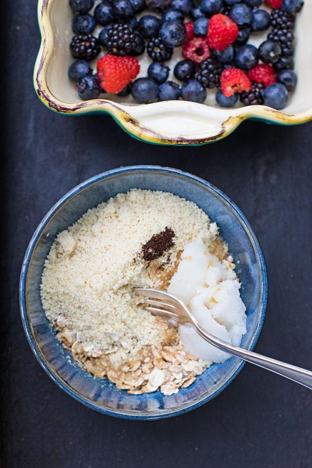Beeren Crumble oder der schnellste und gesündeste Streuselkuchen