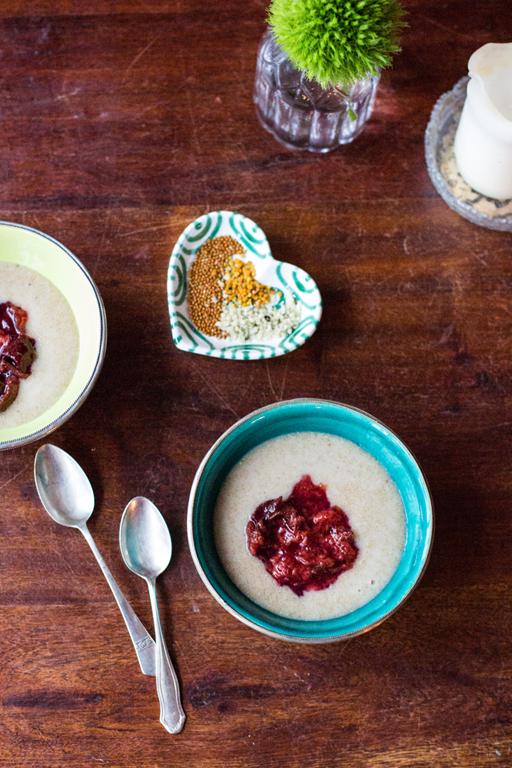Amaranth Porridge mit Zwetschgenmus