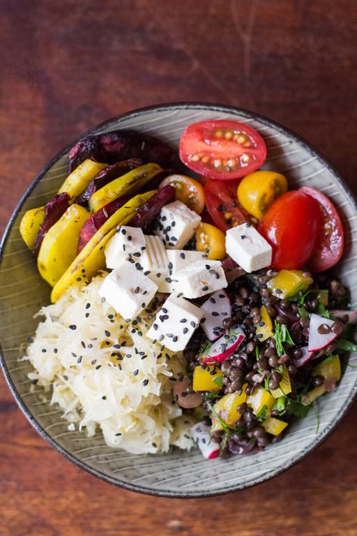 Lunch Bowl mit Beluga und Sauerkraut