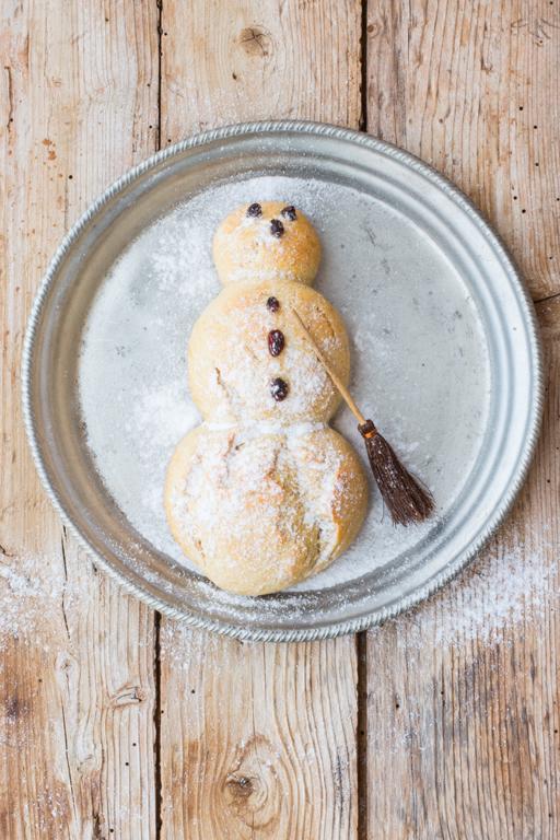Schneemann aus gesundem Hefeteig